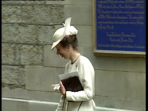 vídeos de stock, filmes e b-roll de princess anne exits church and gets into a car following the wedding of lady sarah armstrong jones and daniel chatto london 14th july 1994 - papel em casamento