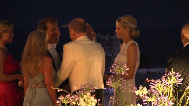 vídeos de stock, filmes e b-roll de princess charlene and prince albert of monaco sir philip green at the monaco royal wedding reception arrivals at monaco - príncipe alberto ii de mônaco