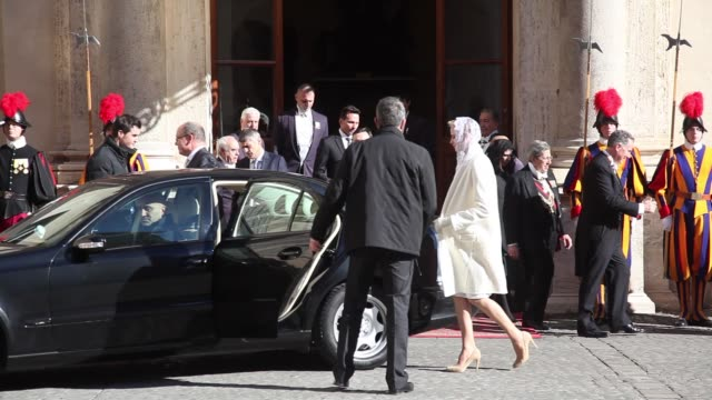 vídeos de stock, filmes e b-roll de clean princess charlene of monaco prince albert ii of monaco at the pope meets albert and charlene of monaco arrivals in vatican city vatican - príncipe alberto ii de mônaco