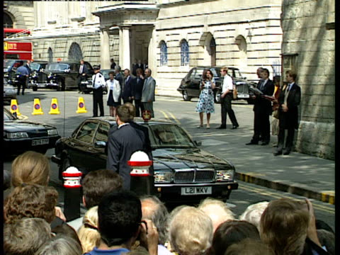 princess diana arrives at the wedding of lady sarah armstrong jones and daniel chatto with police escort, london; 14th july 1994 - veicolo di terra per uso personale video stock e b–roll