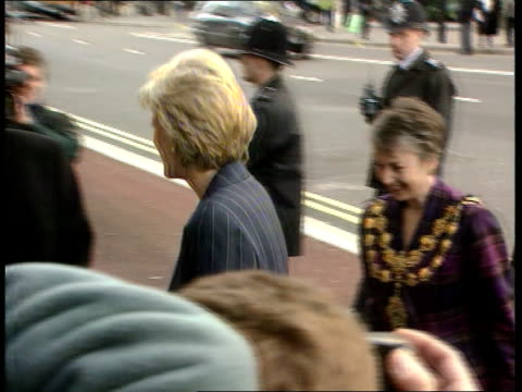 princess diana charity visit; cf tape no longer available for rushes please see foot of file england, london, centrepoint princess diana out of car... - audio available bildbanksvideor och videomaterial från bakom kulisserna