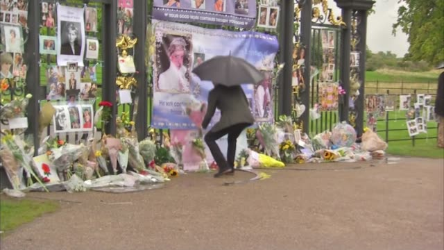 princess diana death 20th anniversary eve princes william and harry visit kensington palace memorial garden prince harry placing flowers with others... - 20th anniversary stock videos & royalty-free footage