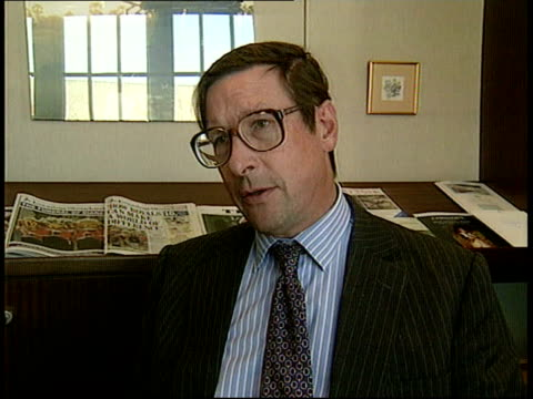 vidéos et rushes de media response w8 derry street max hastings intvwd you can't depict issues of taste by law / talks of sense of decency on the part of those who run... - perception sensorielle