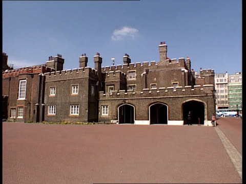 princess diana death; princess diana death; itn england, london, st james palace courtyard of st james palace l-r road leading to buckingham palace... - courtyard stock videos & royalty-free footage