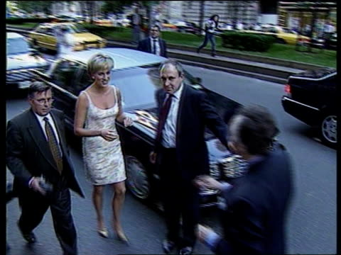 Princess of Wales US Reactions Princess Diana Death Princess of Wales US Reactions LIB MAT HELD WASHINGTON June 1997 Princess Diana in white dress...