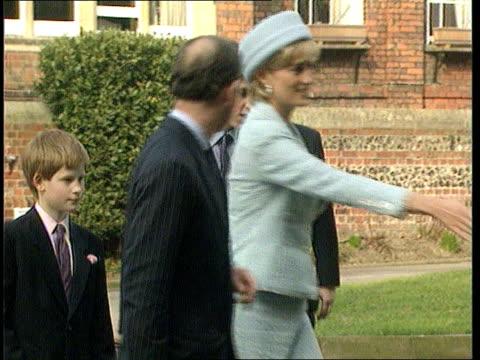 vídeos de stock e filmes b-roll de princess diana french newspaper interview; r09039704/bbc pool england: windsor: st george's chapel: princess diana shakes hands with clergyman.... - bbc