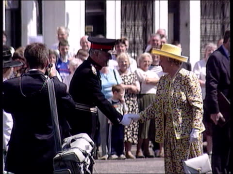 princess diana holiday row u09079701/stv clackmannanshire alloa queen elizabeth ii out of car along past crowds - 1997 stock videos & royalty-free footage