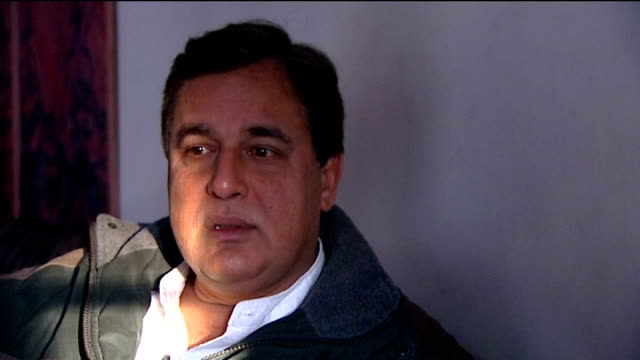 vidéos et rushes de princess diana inquest: interview with hasnat khan; **news at ten exclusive** pakistan: jhelum: khan interview sot - [asked about the princess diana... - exclusivité