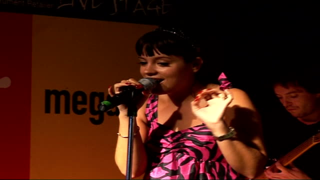 preview R26090610 / 2692006 INT Lily Allen performs on stage in Virgin Megastore appearance