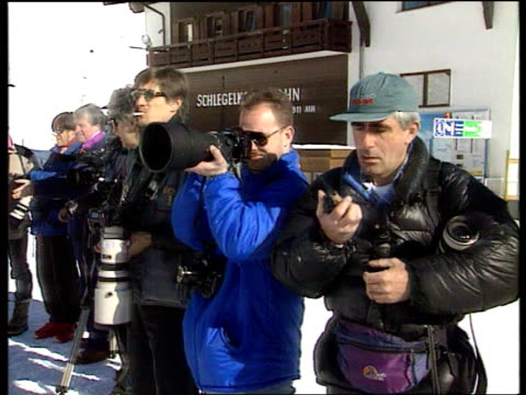 vídeos y material grabado en eventos de stock de princess diana skiing privacy; snow austria: lech: lms side princess of wales carrying skis r-l with princes william and harry and others press... - austria