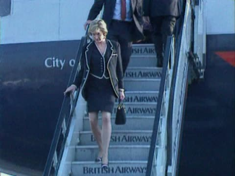 princess diana walks down aircraft steps after flying into heathrow from chicago aboard british airways jet. steps into waiting car. - princess stock videos & royalty-free footage