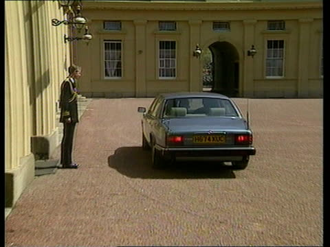 Princess Diana's Death Privacy Laws LIB MAT HELD MILLBANK London Buckingham Palace John Major pulls up in silver Jaguar in courtyard of Buckingham...