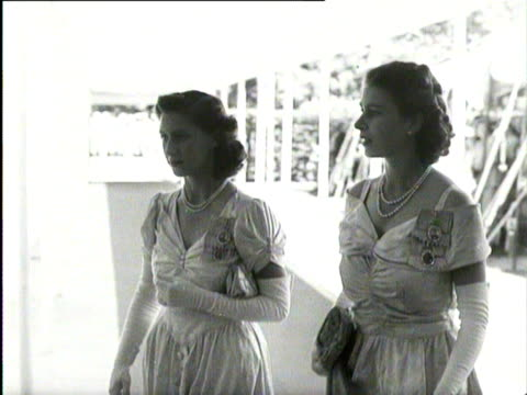 stockvideo's en b-roll-footage met princess elizabeth and princess margaret walk together on royal tour of south africa 1947 - prinses margaret windsor gravin van snowdon