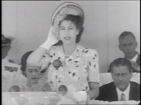 princess elizabeth opens the princess elizabeth graving dock / east london, south africa - anno 1947 video stock e b–roll