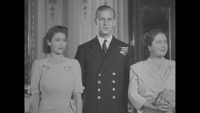 princess elizabeth philip mountbatten queen elizabeth george vi and princess margaret pose for photos in buckingham palace for the last time before... - elizabeth ii stock videos & royalty-free footage