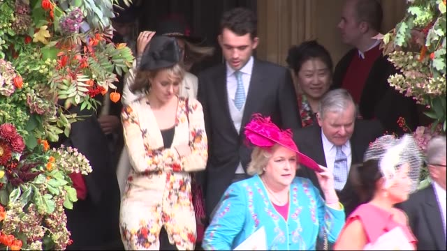 Princess Eugenie and Jack Brooksbank wedding carriage and guests depart ENGLAND Berkshire Windsor Guests departing from chapel entrance / Jamie...