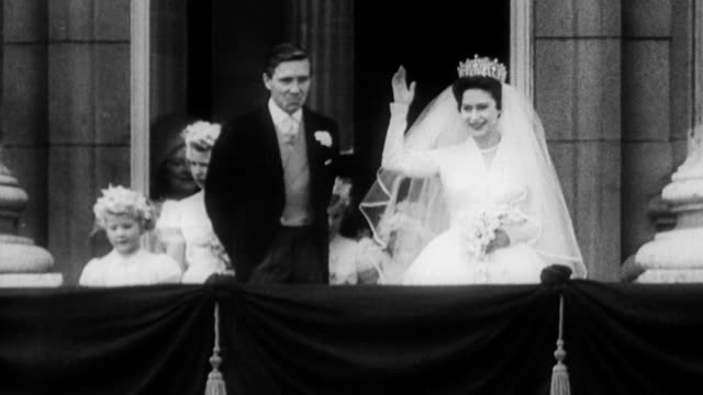 stockvideo's en b-roll-footage met princess margaret and antony armstrong jones marry wave to crowds from the balcony princess margaret and antony armstrong jones marry on may 06 1960... - prinses margaret windsor gravin van snowdon