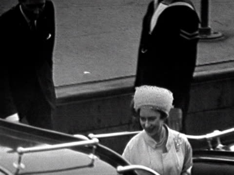 vídeos de stock, filmes e b-roll de princess margaret and antony armstrong-jones board a barge which will take them to the royal yacht britannia on their wedding day. 1960. - lua de mel