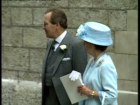 stockvideo's en b-roll-footage met princess margaret and lord snowdon leaving church after the wedding of their daughter lady sarah armstrong jones and daniel chatto london 14th july... - prinses margaret windsor gravin van snowdon