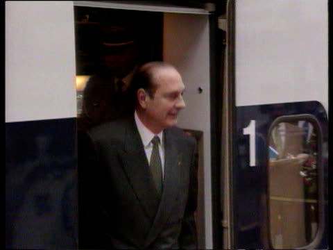 princess margaret greets president jacques chirac at waterloo station during his presidential visit 14 may 96 - principessa margaret contessa di snowdon video stock e b–roll