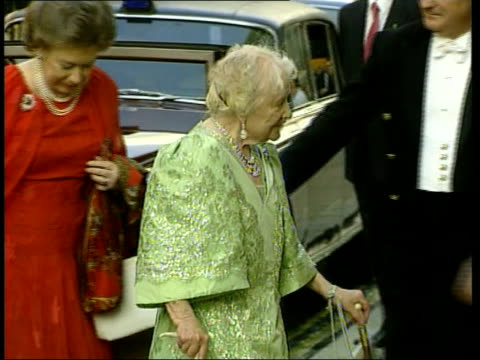 stockvideo's en b-roll-footage met princess margaret health fears lib london princess margaret with the queen mother from car for visit to the ballet princess margaret the queen mother... - prinses margaret windsor gravin van snowdon