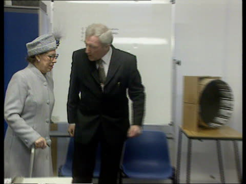 princess margaret health fears; princess margaret health fears; berkshire: newbury: int princess margaret along during visit to school with bandaged... - newbury inghilterra video stock e b–roll