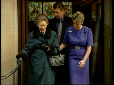 vídeos de stock e filmes b-roll de princess margaret stroke lib london king edward vii hospital princess margaret towards down steps from hospital as helped by nurse - 2001