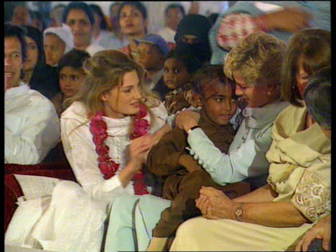 vídeos y material grabado en eventos de stock de princess of wales agrees to divorce; itn tx 22.2.96 int