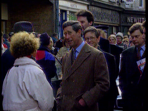 princess of wales agrees to divorce; tx 21.11.95 itn ext cornwall cms charles shaking hands with wellwishers pull out as towards itn lib london:... - 離婚点の映像素材/bロール