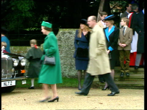 vídeos de stock, filmes e b-roll de princess of wales boycotts sandringham anat norfolk sandringham church lms princess of wales standing with duchess of york pull out as queen amp... - 1992