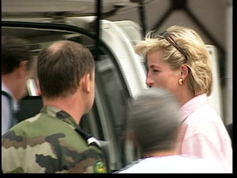 princess of wales death: inquest to open; lib bosnia-herzegovina: ext princess of wales and butler paul burrell standing with troops at airfield - collaboratore domestico video stock e b–roll