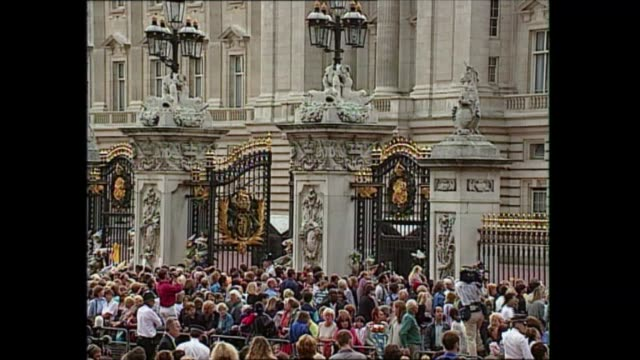 queen and prince philip walkabout england london buckingham palace queen elizabeth ii chatting crowd queen and prince philip duke of edinburgh away... - railings stock videos & royalty-free footage