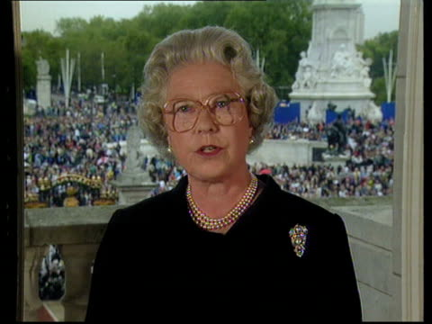 princess of wales death: the queen's tribute; queen elizabeth ii speech - speak as your queen and as a grandmother - want to pay tribute to diana -... - gedenkveranstaltung stock-videos und b-roll-filmmaterial