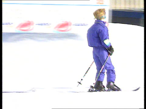 stockvideo's en b-roll-footage met princess of wales family skiing holiday itn prince harry pan lr as skis along - koninklijk persoon