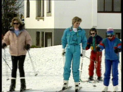 princess of wales family skiing holiday nat lech ms princess of wales on skis pan rl as past - vacanza sulla neve video stock e b–roll