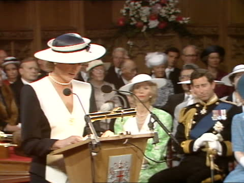 princess of wales receives freedom of the city of london: speech; part 1 of 2 england: london: guildhall: int diana, princess of wales speech sof -... - weisheit stock-videos und b-roll-filmmaterial