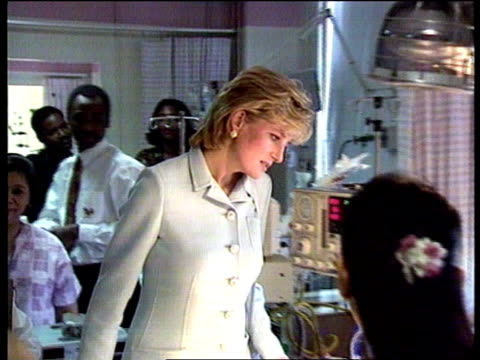 US visit NAT USA Illinois Chicago Cook County Hospital MS Princess of Wales in pale blue suit and doctors along into children's intensive care ward...