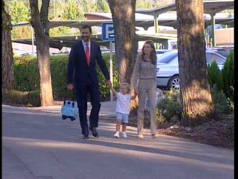 stockvideo's en b-roll-footage met princess sofia arrives at el pardo kindergarden for the first time with her parents crown prince felipe of spain and princess letizia her sister... - pardo