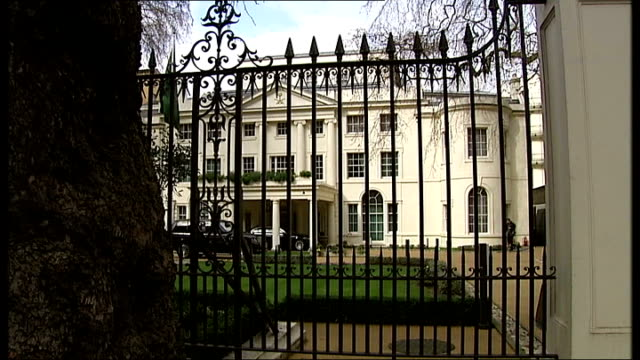 princesses say they are being held prisoners at the royal palace; london: ext saudi arabian embassy, seen through railings saudi flag on flagpole... - palace video stock e b–roll