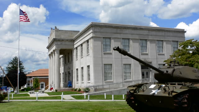 stockvideo's en b-roll-footage met princeton west virginia in mercer county memorial building for all soldiers who served in us military  with old tank - virginia amerikaanse staat