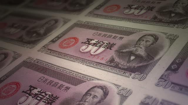 vidéos et rushes de imprimer facture papier de 50 yens au japon - symbole du yen