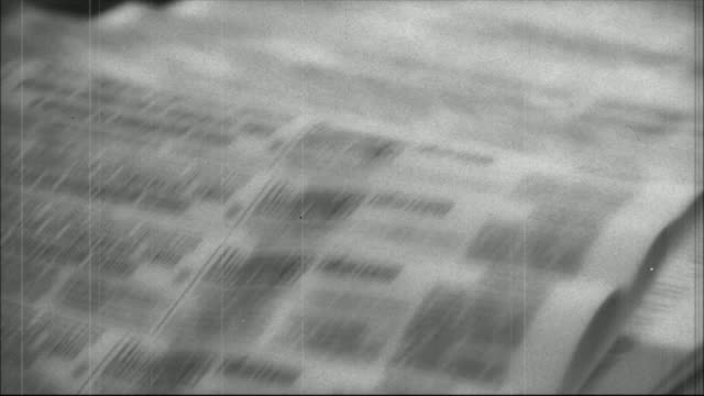 stockvideo's en b-roll-footage met print newspapers - retro style - krant