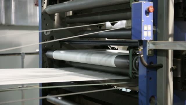 vídeos de stock, filmes e b-roll de print the newspaper. - movimento perpétuo