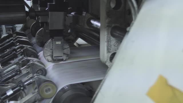 printing a famous newspaper - 永久運動点の映像素材/bロール