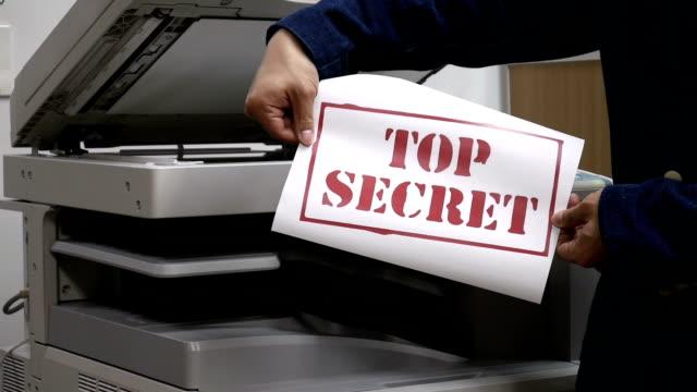 vídeos y material grabado en eventos de stock de imprimir un documento confidencial texto en máquina impresora - limpiador facial