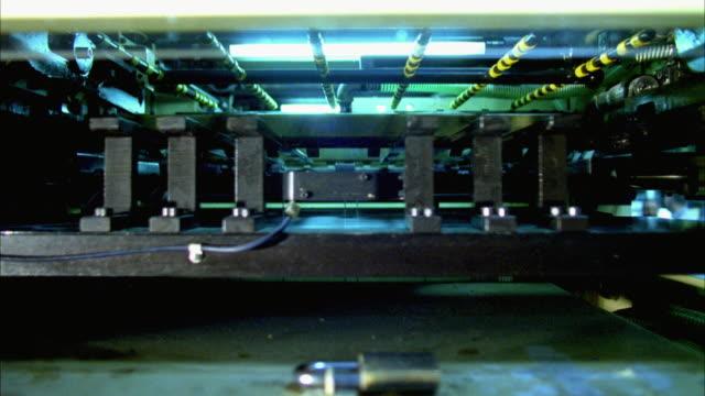 vídeos de stock e filmes b-roll de cu, printing machine - movimento perpétuo