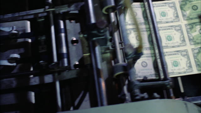 ms pan printing money in printing press - druckmaschine stock-videos und b-roll-filmmaterial