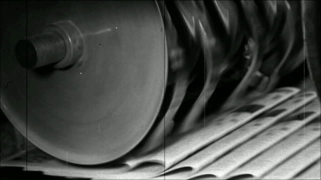 stockvideo's en b-roll-footage met printing of newspapers - retro style