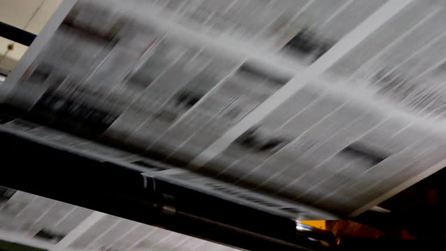 stockvideo's en b-roll-footage met printing of newspapers - krant
