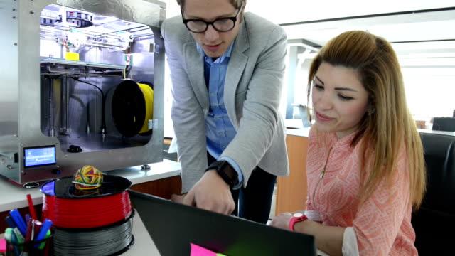 vídeos y material grabado en eventos de stock de dolly:  3 d impresión de oficina - two dimensional shape